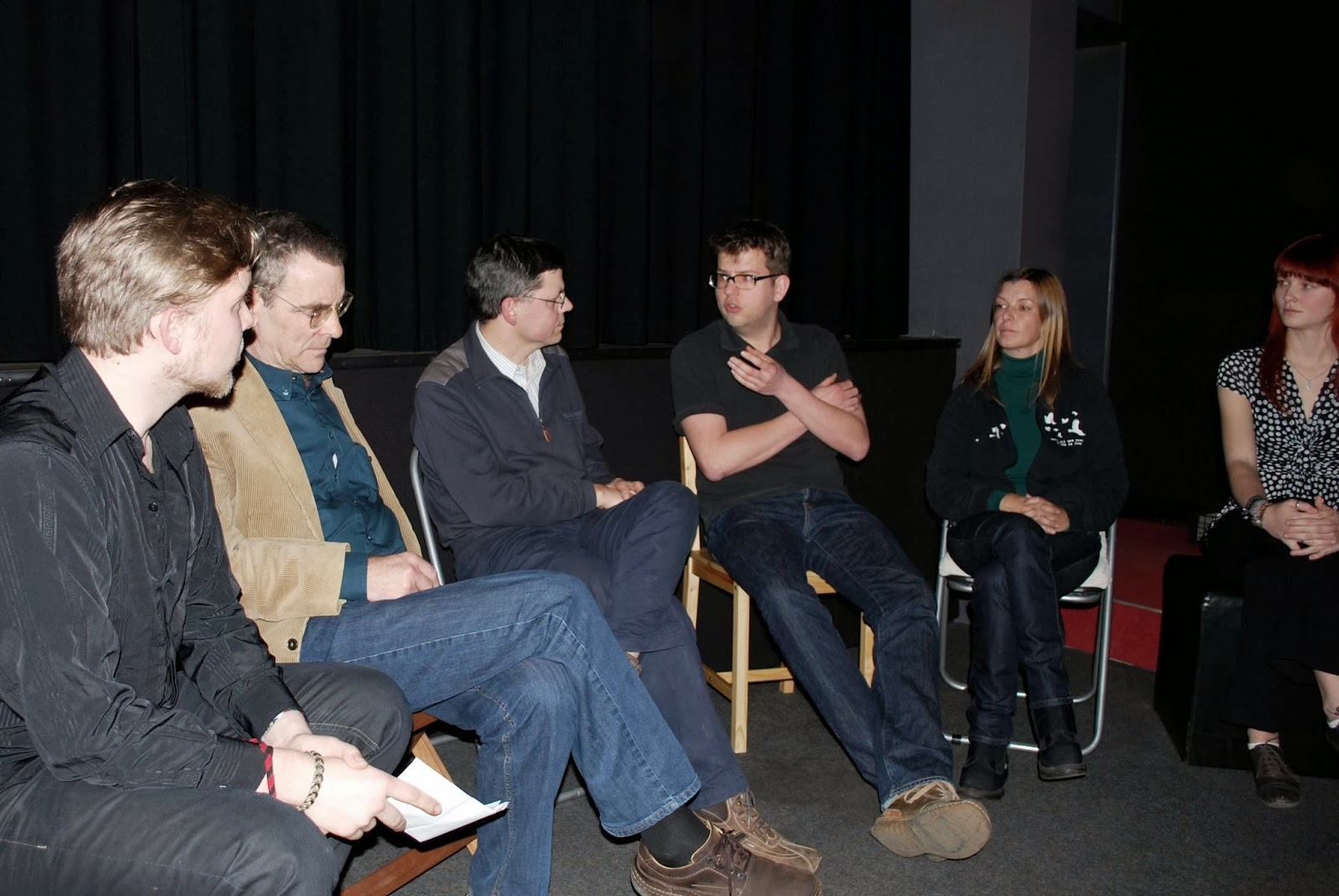 Podiumsdiskussion in Halle (von links nach rechts): Veranstalter, Zoo-Direktor, Amtsveterinär, Tierarzt, tierbefreier-Vertreterin, Veranstalterin)